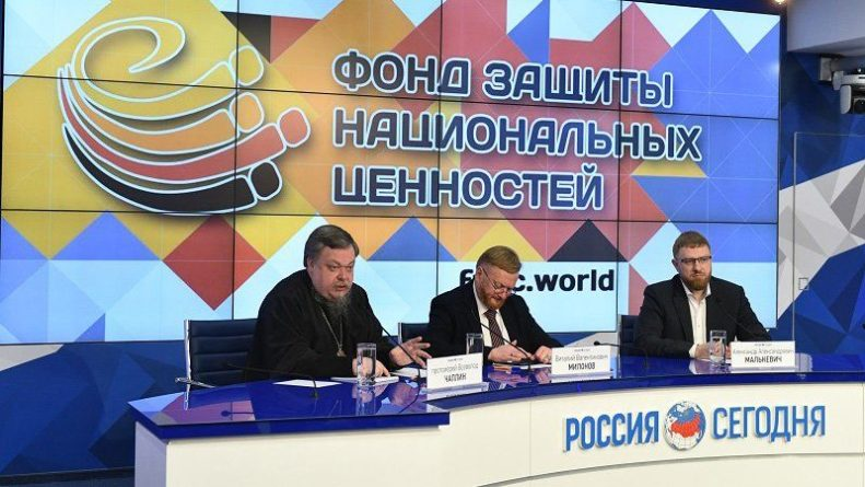 Общество: Участники пресс-клуба Малькевича подчеркнули усталость общества от Навального