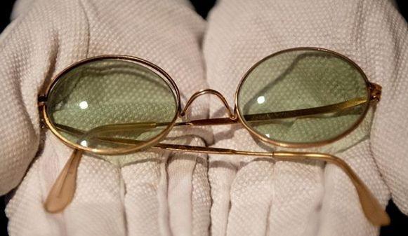 Общество: Легендарные очки Леннона продали на аукционе почти за 200 тысяч долларов