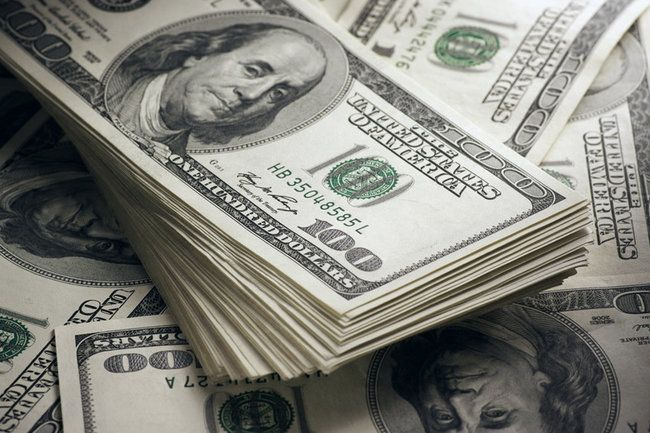 Общество: Доллар упадет последним – экономист