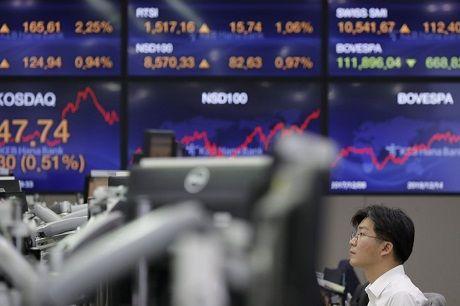 Общество: Associated Press: Мировые фондовые индексы начали падать