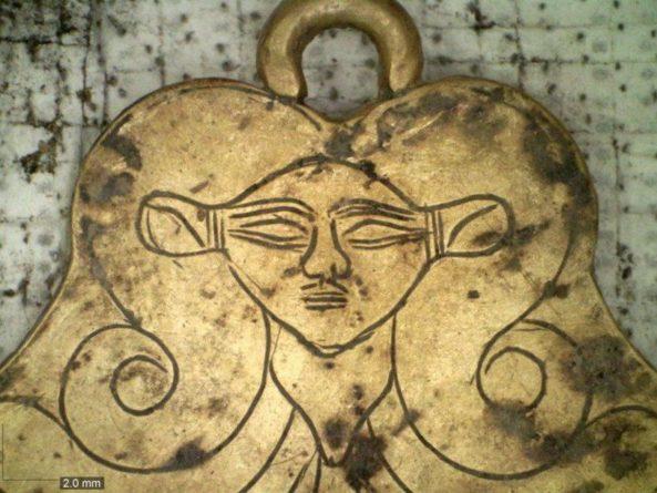 Общество: Пол гробниц в древнем Пилосе выстилали листы золотой фольги