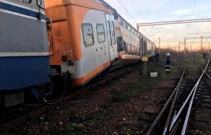 Общество: Пять человек пострадали при столкновении поездов в Румынии