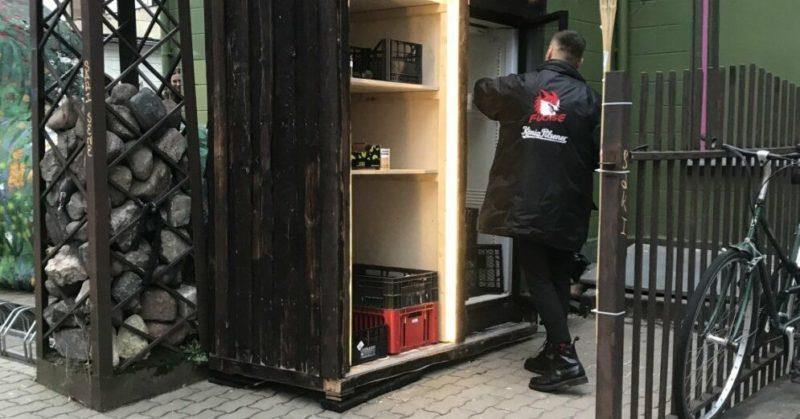 Общество: В Латвии открыт первый общественный холодильник для продуктов