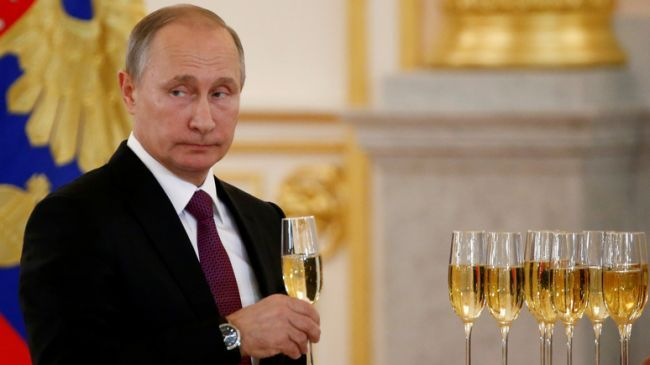 Общество: Владимир Путин поздравил сНовым годом всех, кроме Зеленского