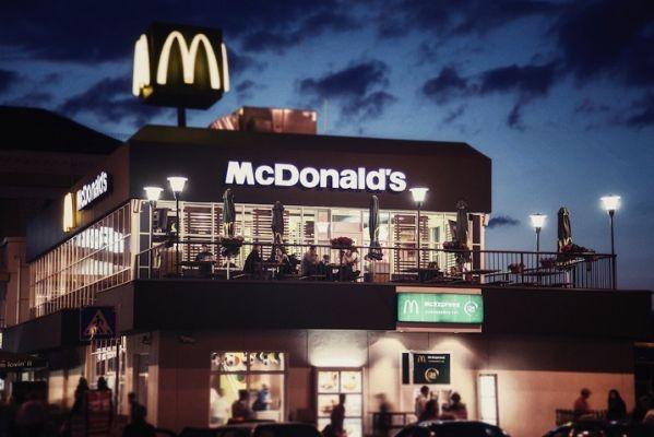 Общество: На Украине призвали к бойкоту «Макдоналдса» за отказ от русского языка