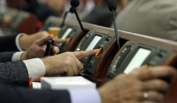 Общество: Рада продлила действие коронавирусного закона: о чем в нем говорится