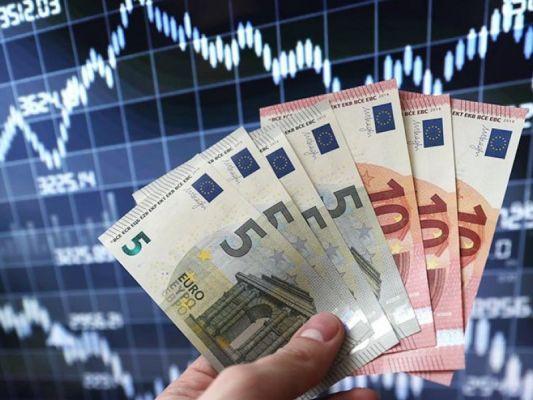 Общество: Евро подскочил до недельного максимума: Итоги биржевой торговли 22 июня