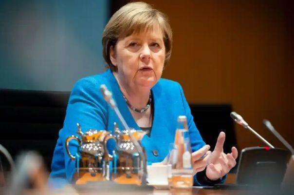 Общество: Меркель призвала европейцев задуматься о мире без гегемонии США