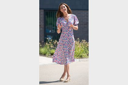 Общество: Женщины за час раскупили платье как у Кейт Миддлтон после ее выхода в свет