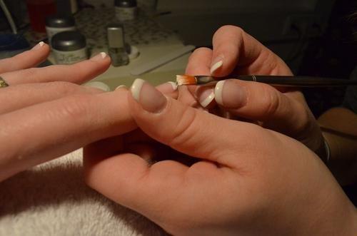 Общество: Поход в салон на маникюр спас жительницу Великобритании от рака легких