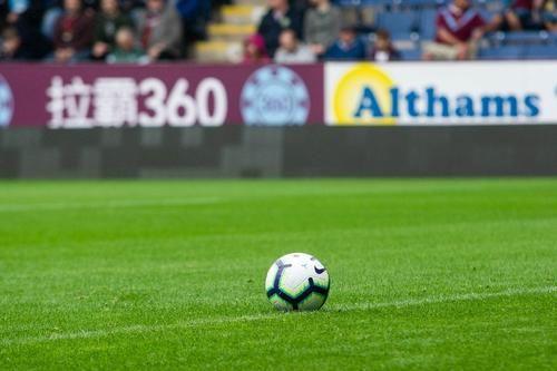 Общество: В Англии футболистам запретили кашлять на соперников