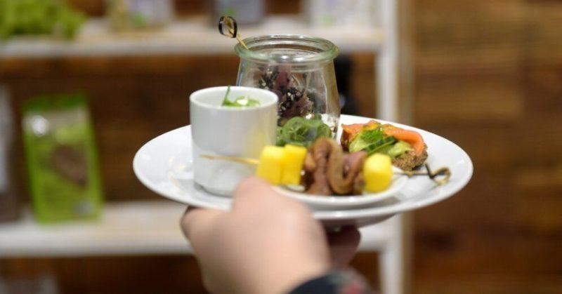 Общество: Заведения общепита в Великобритании кормят гостей за полцены