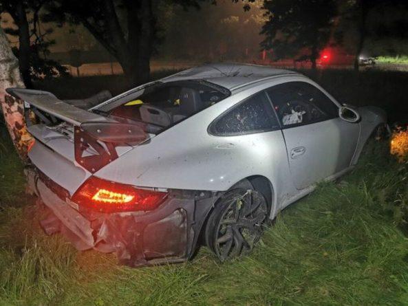 Общество: В Британии школьник разбил угнанный у родственника дорогой спорткар