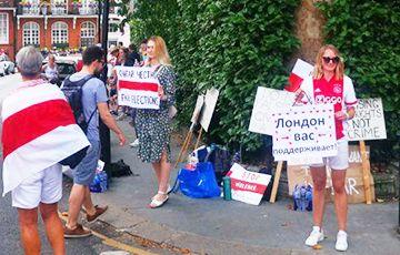 Общество: Белорусы Великобритании приехали на голосование в Лондон