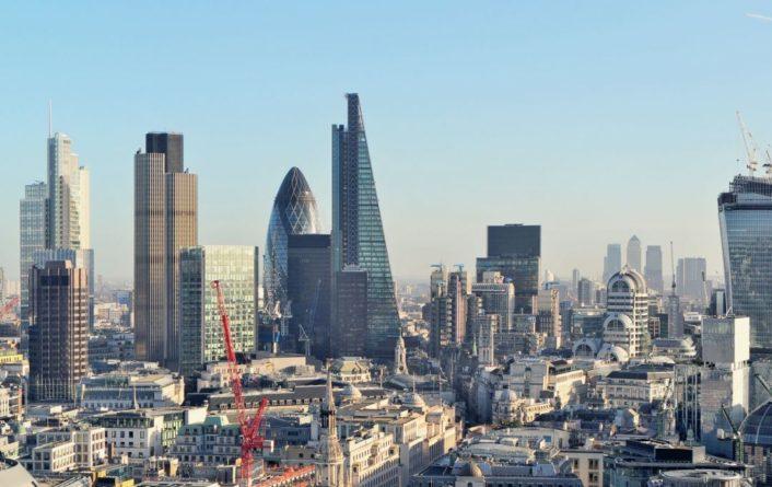 Общество: Экономика Великобритании упала на рекордные 20%