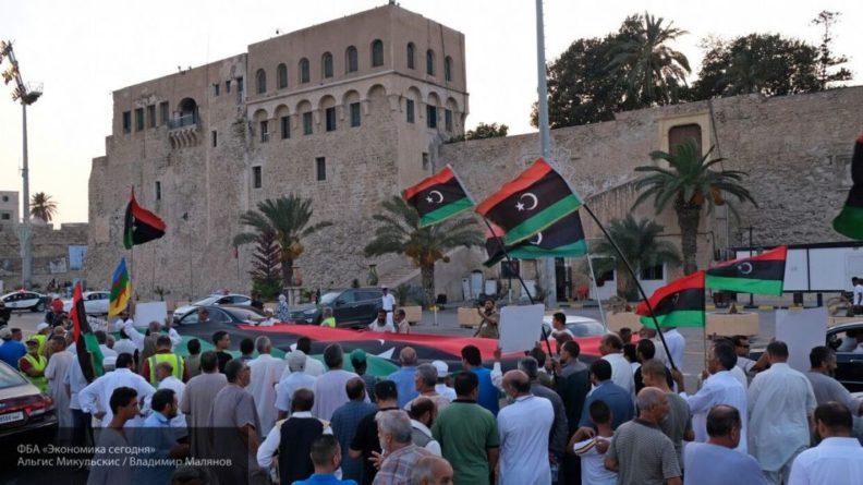 Общество: Британцы научат ПНС Ливии разгонять массовые протесты
