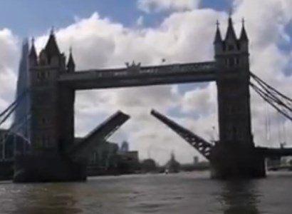 Общество: Тауэрский мост в Лондоне сломался при разводе: сотни людей и машин застряли в центре города