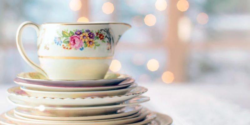 Общество: Британец решил продать ненужную посуду и неожиданно разбогател