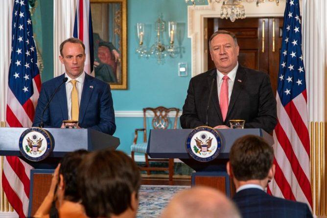 Общество: США и Великобритания призвали РФ обеспечить прозрачное расследование отравления Навального