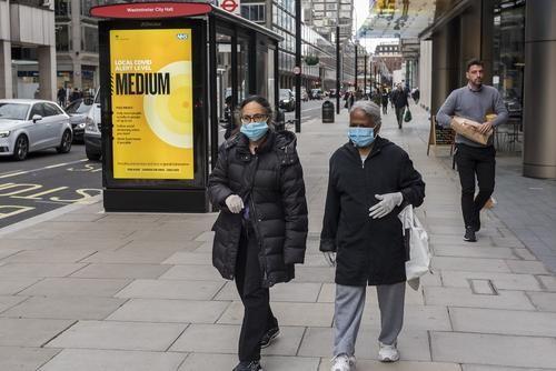 Общество: Жителям Лондона из-за COVID-19 запретили ходить друг к другу в гости