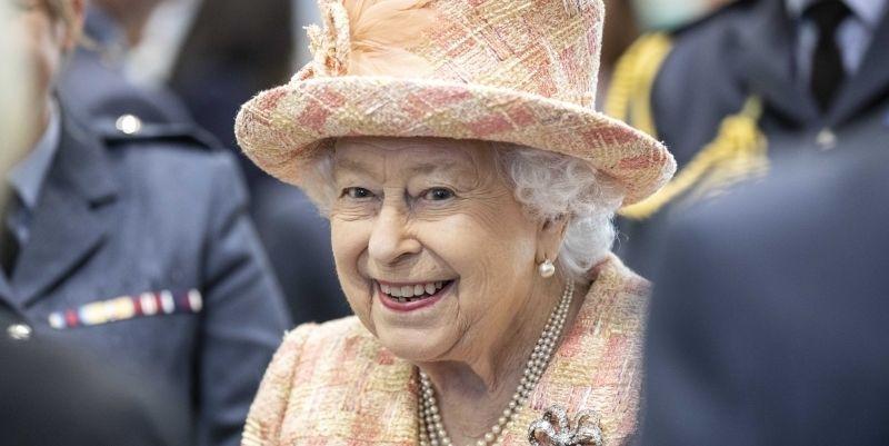 Общество: Елизавета II помиловала убийцу - мужчина остановил теракт в Лондоне - ТЕЛЕГРАФ