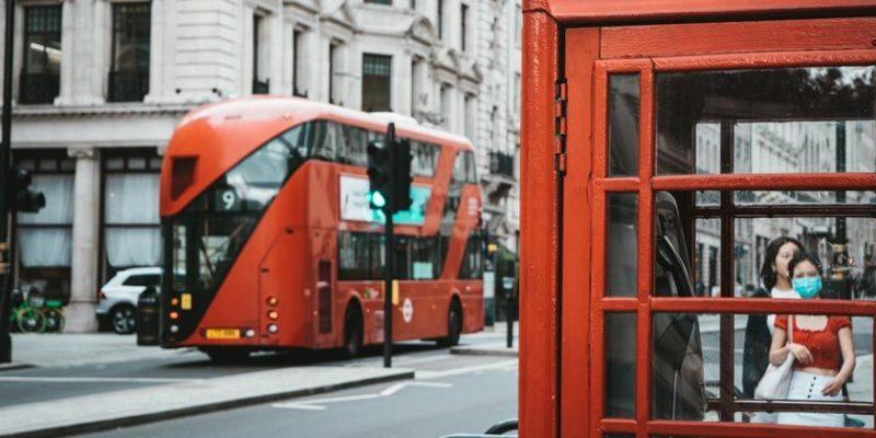 Общество: В Лондоне из-за коронавируса людям запретили ходить в гости