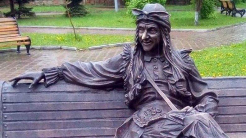 Общество: Скульптуру русской Бабы-яги выкрали и тайно продали на аукционе в Лондоне