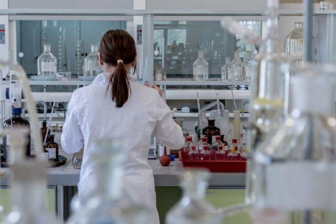 Общество: В Великобритании проведут эксперимент с заражением COVID-19