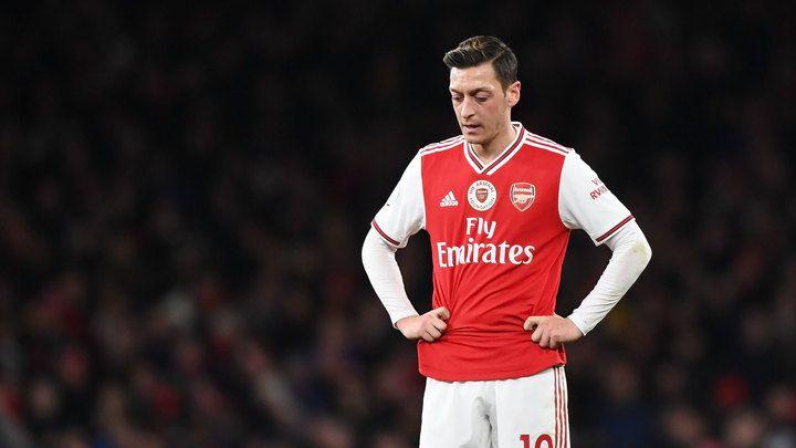 "Общество: Озил и Сократис будут исключены из заявки ""Арсенала"" на чемпионат Англии"