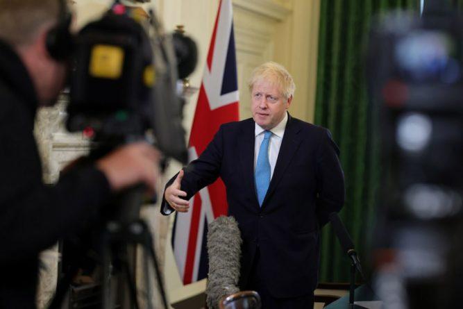 Общество: Джонсон признал неудачу правительства в борьбе с коронавирусом