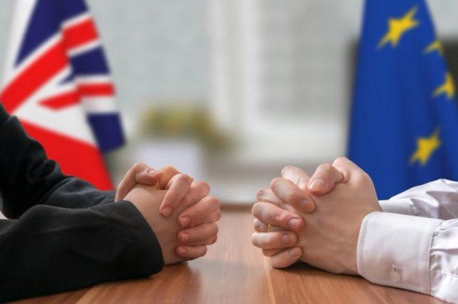Общество: Лондон готов возобновить переговоры с Брюсселем по Brexit на следующей неделе