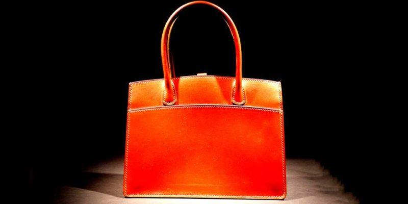 Общество: Гигантская сумка в центре Лондона – не реклама, а социальное послание