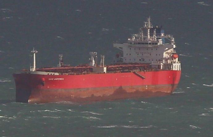 Общество: В Великобритании задержали семерых «безбилетников», угрожавших экипажу нефтяного танкера