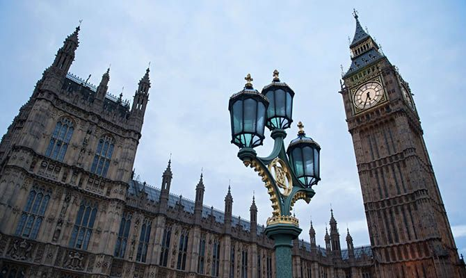 Общество: Лондон начал бороться с пропагандой против вакцины от коронавируса