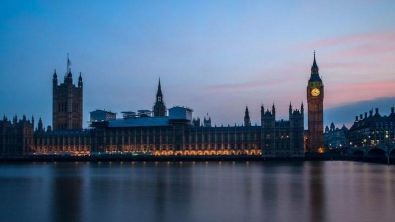 Общество: Лондон оценил решение Минска выслать двух британских дипломатов