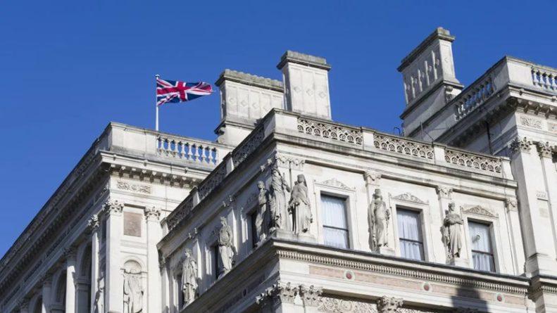 Общество: Британия выслала двух белорусских дипломатов