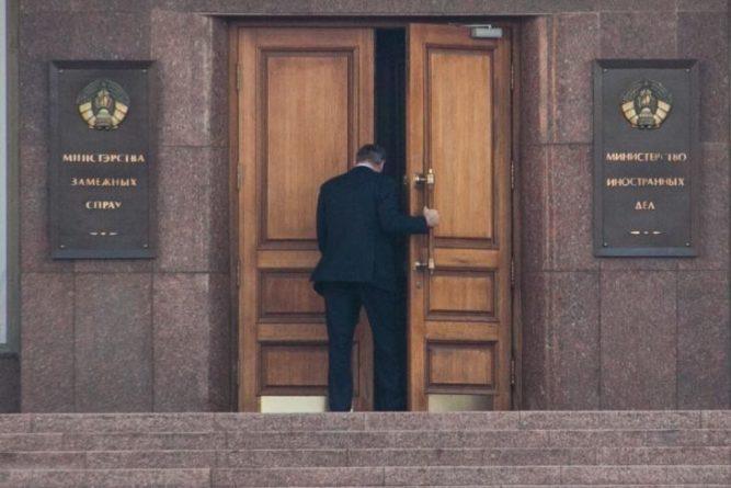 Общество: Великобритания высылает 2 белорусских дипломатов