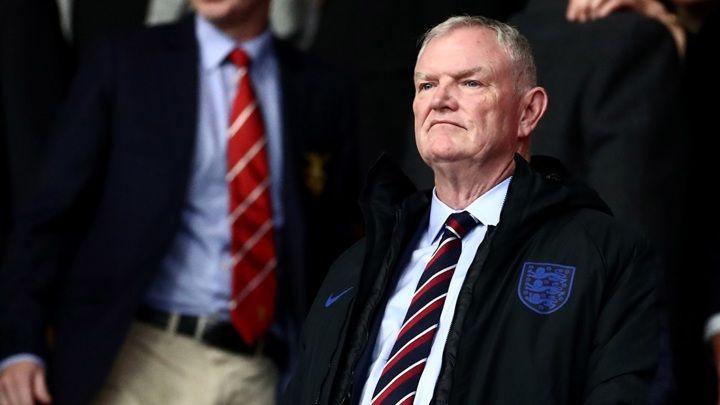 Общество: Глава футбольной ассоциации Англии был вынужден уйти в отставку после расового скандала