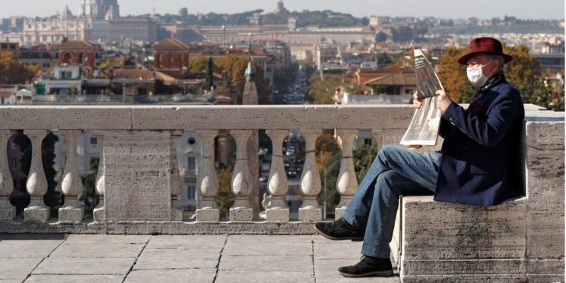 Общество: В Италии и Британии зафиксировали рекордную с весны смертность от коронавируса