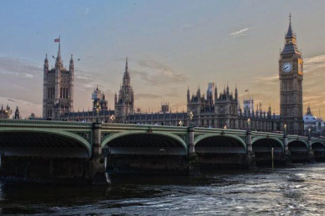 Общество: В Великобритании установлен абсолютный антирекорд по количеству смертей от коронавируса за сутки