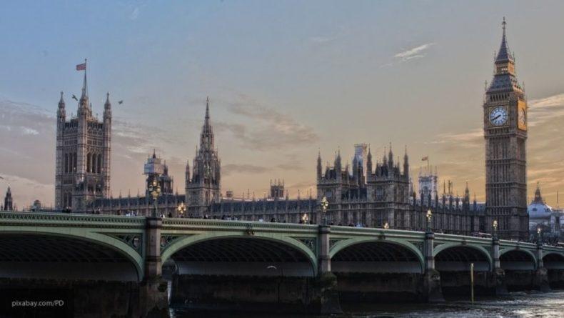Общество: Автомобиль протаранил здание в Лондоне