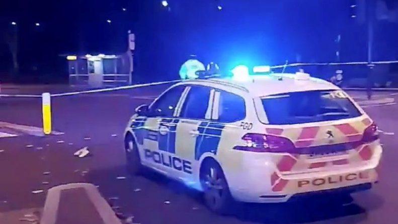 Общество: В Лондоне неизвестный протаранил полицейский участок