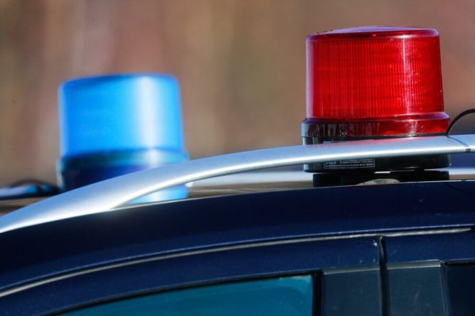 Общество: Машина протаранила полицейский участок в Лондоне