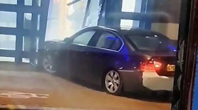 Общество: Автомобиль врезался в полицейский участок на севере Лондона