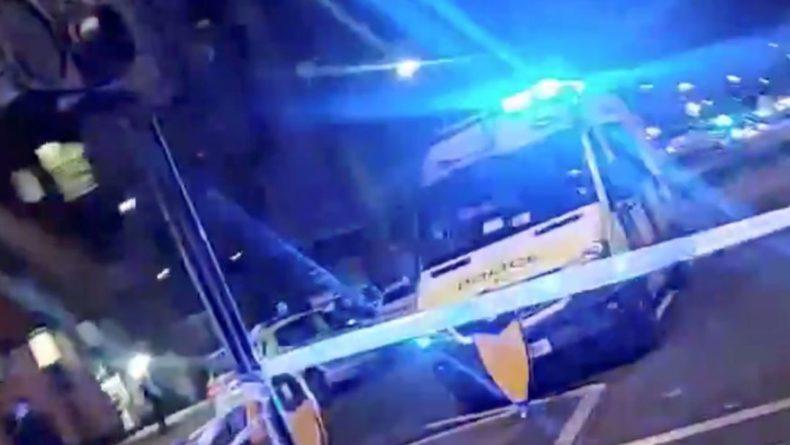 Общество: В Лондоне неизвестный врезался на машине в полицейский участок