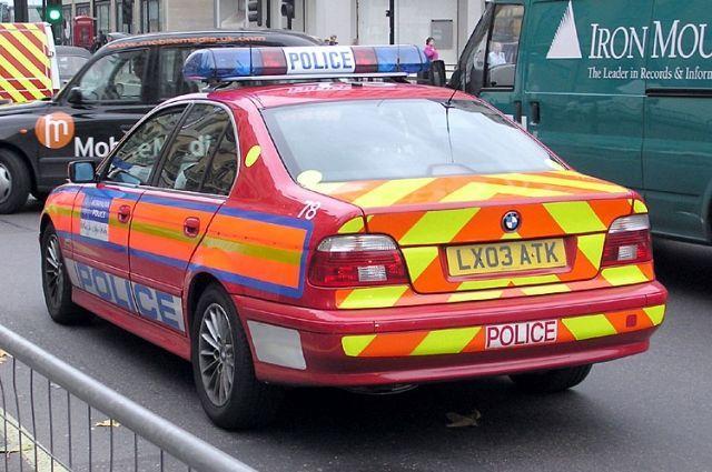 Общество: В Лондоне автомобиль врезался в здание полицейского участка