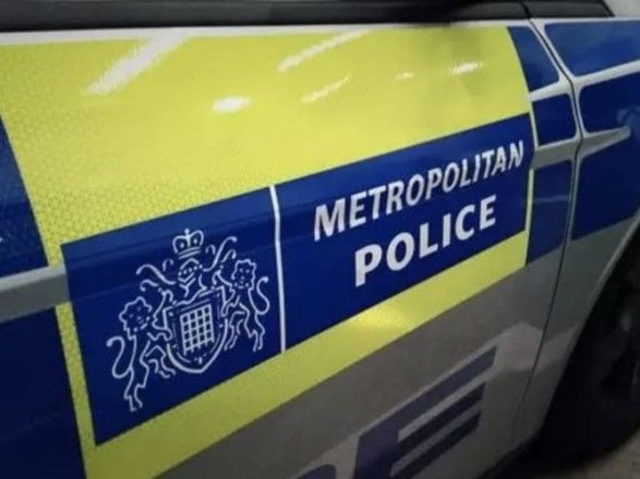 Общество: В Лондоне неизвестный на автомобиле протаранил полицейский участок