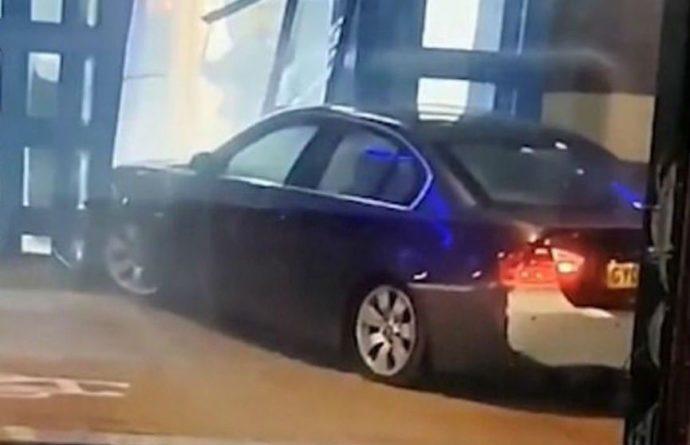 Общество: В полицейский участок в Лондоне врезался автомобиль (ВИДЕО)