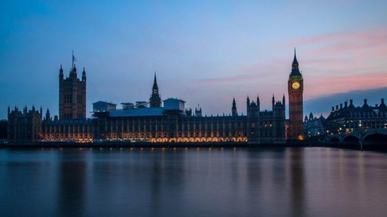 Общество: Великобритания ужесточит правила работы для иностранных инвесторов