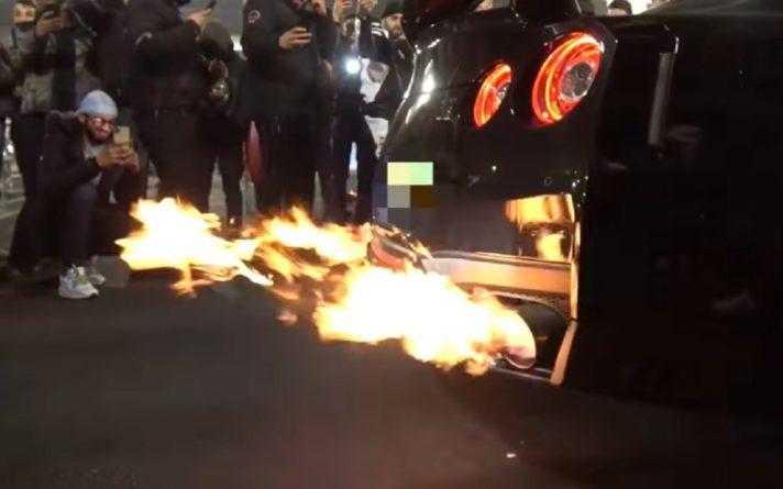 Общество: Тюнингованный Nissan GT-R загорелся в центре Лондона (видео)